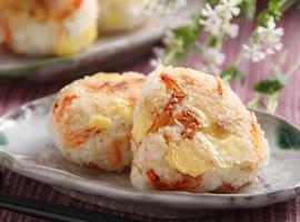 チーズとさくら海老の焼きおにぎり